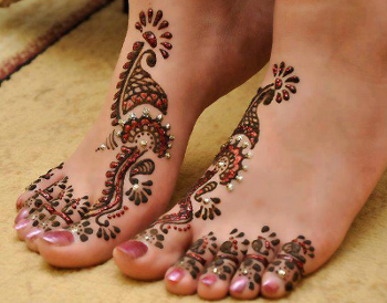 enchanting-mehndi-designs-for-the-feet
